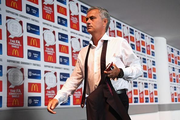 Ibra toa sang, MU co danh hieu dau tien duoi thoi Mourinho hinh anh 8