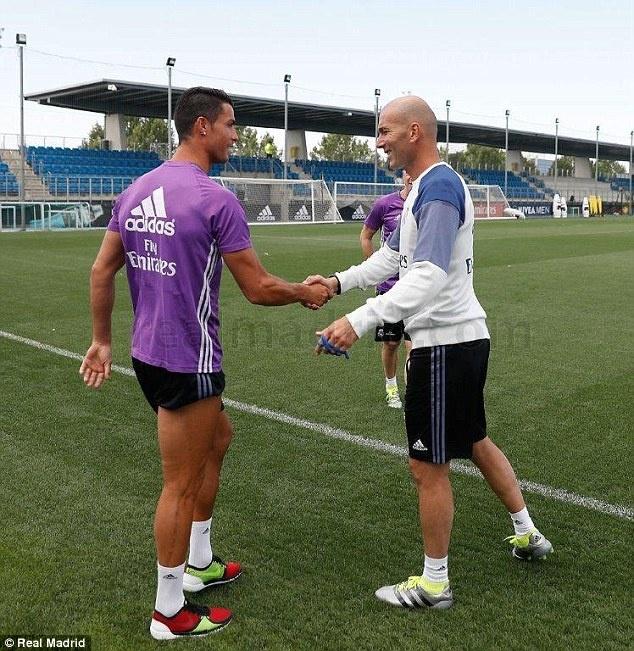 Ronaldo, Pepe tro lai tap luyen san sang cho mua giai moi hinh anh 1