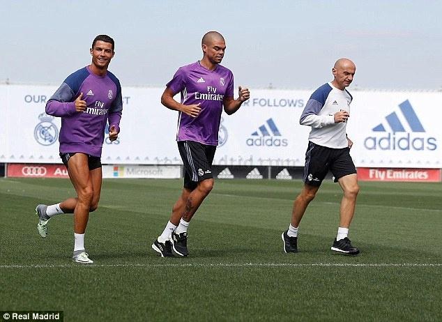 Ronaldo, Pepe tro lai tap luyen san sang cho mua giai moi hinh anh 2