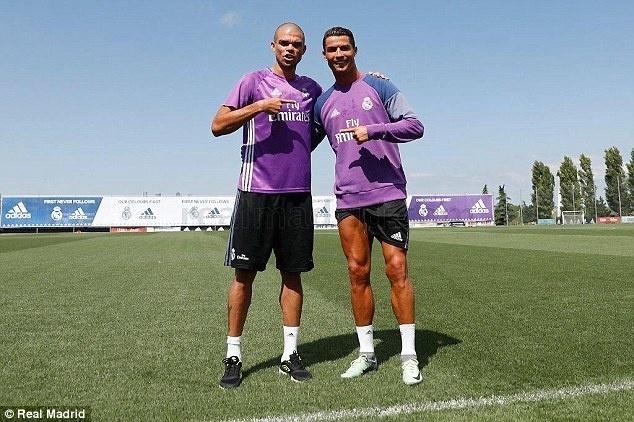 Ronaldo, Pepe tro lai tap luyen san sang cho mua giai moi hinh anh 3