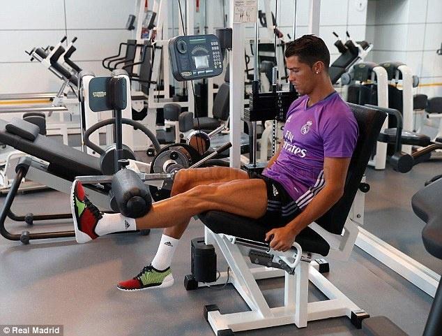 Ronaldo, Pepe tro lai tap luyen san sang cho mua giai moi hinh anh 4