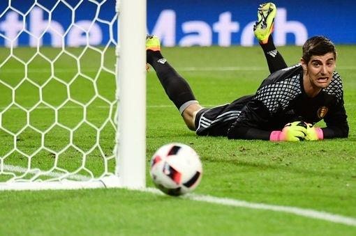 Chuyen nhuong 16/8: Mourinho chot xong tuong lai Blind, Mata hinh anh 11