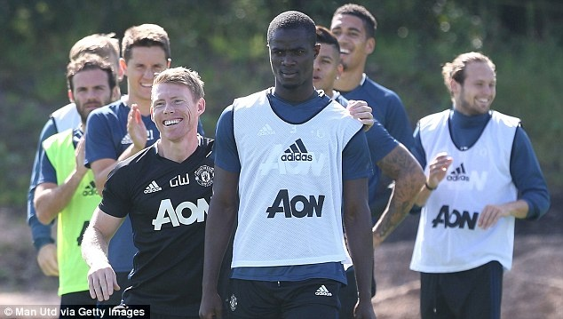 Pogba,  Bailly than thiet trong buoi tap anh 13