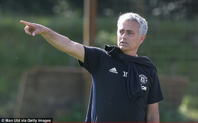 Pogba,  Bailly than thiet trong buoi tap anh 1