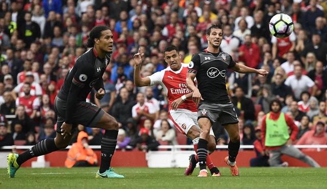 Tan binh choi mo nhat, Arsenal nhoc nhan vuot ai Southampton hinh anh 18