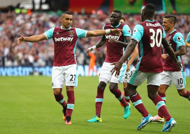 Bravo, Mkhitaryan lot doi hinh te nhat vong 4 Premier League hinh anh 7