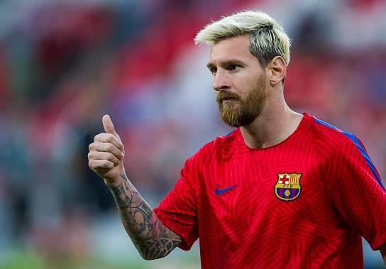 Messi vuot Ronaldo ve chi so trong PES 2017 hinh anh