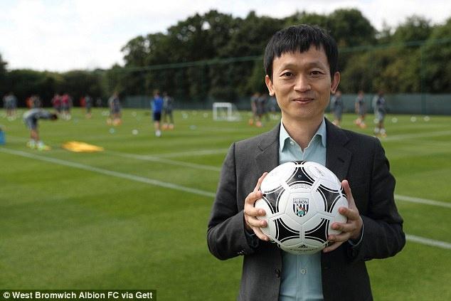 Nguoi Trung Quoc thau tom hai doi bong Premier League hinh anh