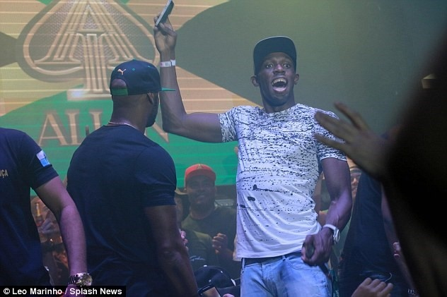 Usain Bolt khoe sieu xe ma vang trong ngay len lam giam doc hinh anh 8