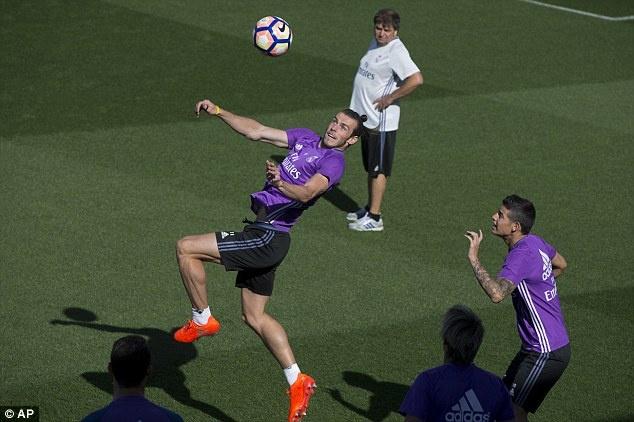 Ronaldo va Bale tro lai, Real san sang pha ky luc cua Barca hinh anh 2