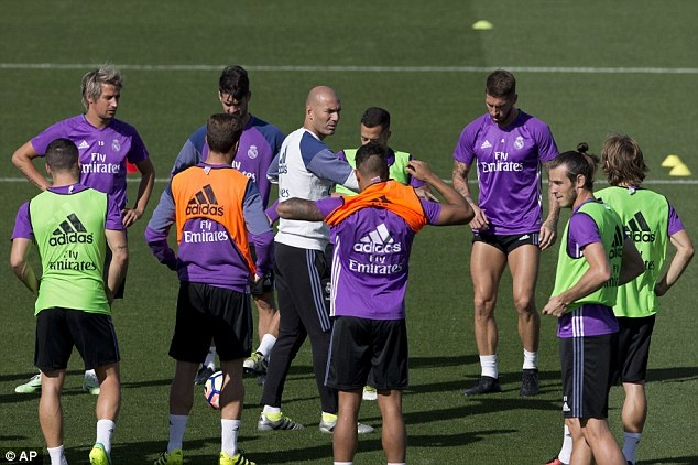 Ronaldo va Bale tro lai, Real san sang pha ky luc cua Barca hinh anh 4