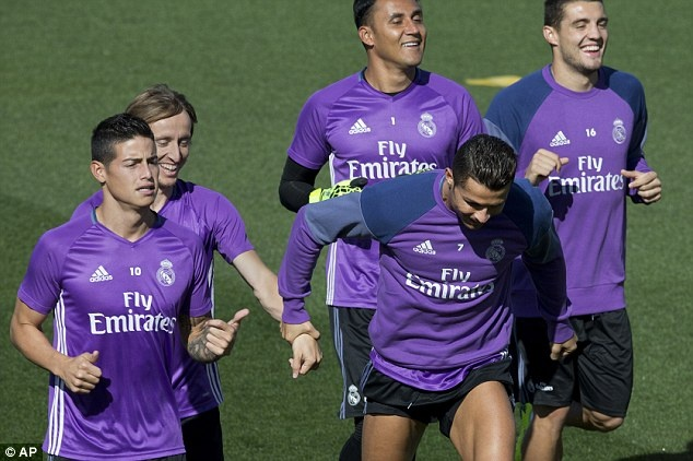 Ronaldo va Bale tro lai, Real san sang pha ky luc cua Barca hinh anh 7