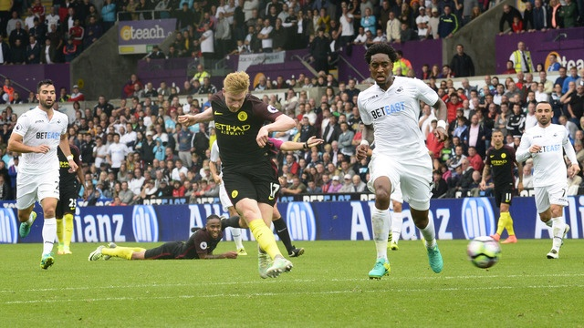 Aguero lap cu dup, Man City nhe nhang vuot ai Swansea hinh anh 13