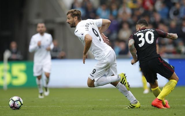 Aguero lap cu dup, Man City nhe nhang vuot ai Swansea hinh anh 16