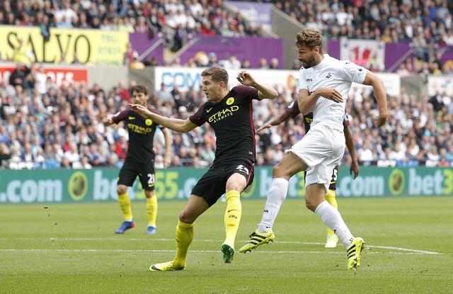 Aguero lap cu dup, Man City nhe nhang vuot ai Swansea hinh anh 11