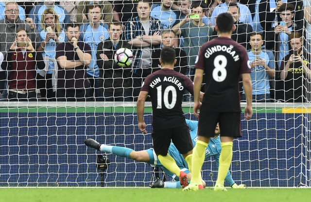 Aguero lap cu dup, Man City nhe nhang vuot ai Swansea hinh anh 17
