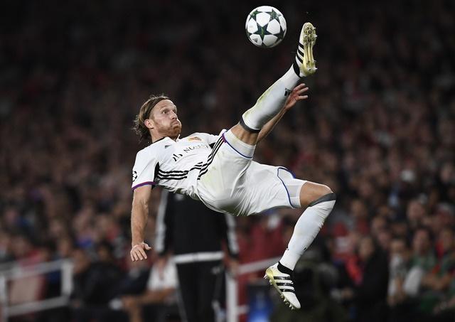 Arsenal thang de, PSG vat va loi nguoc dong truoc Ludogorets hinh anh 18