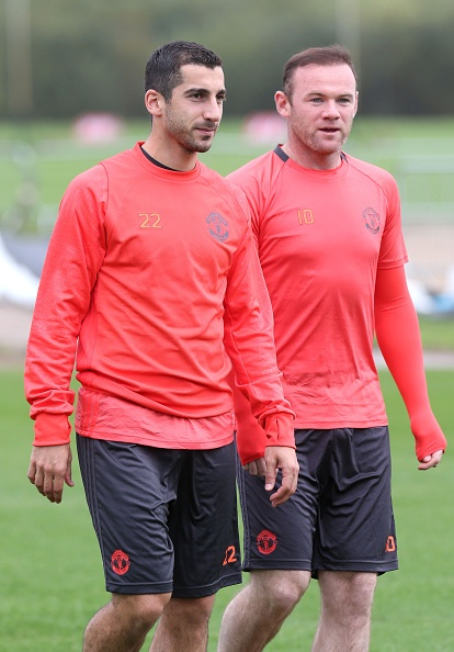 Rooney 'siet co' Young trong buoi tap truoc Europa League hinh anh 8