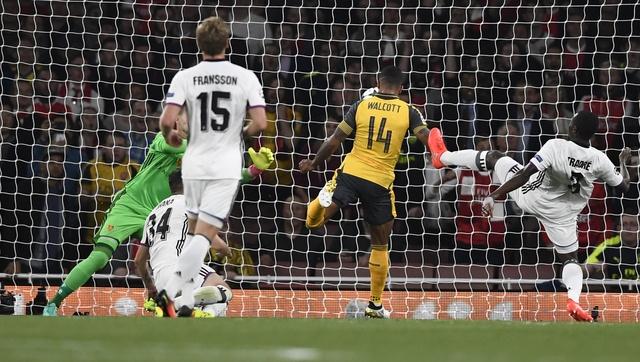Arsenal thang de, PSG vat va loi nguoc dong truoc Ludogorets hinh anh 9