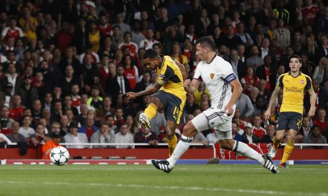Arsenal thang de, PSG vat va loi nguoc dong truoc Ludogorets hinh anh 11