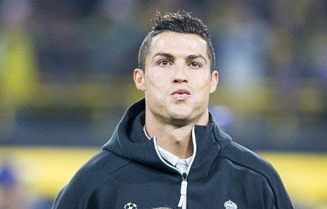 Ronaldo doi xem bang quay cham vi khong tin minh viet vi hinh anh