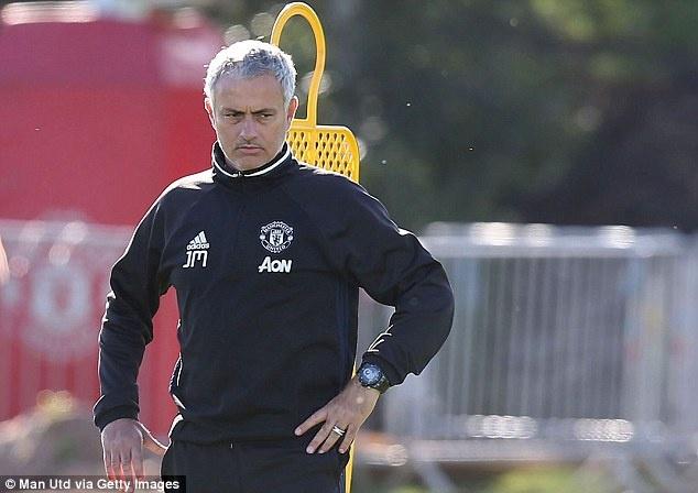 Mourinho cho doi 'nhan to bi an' giup MU vuot qua kho khan hinh anh 1