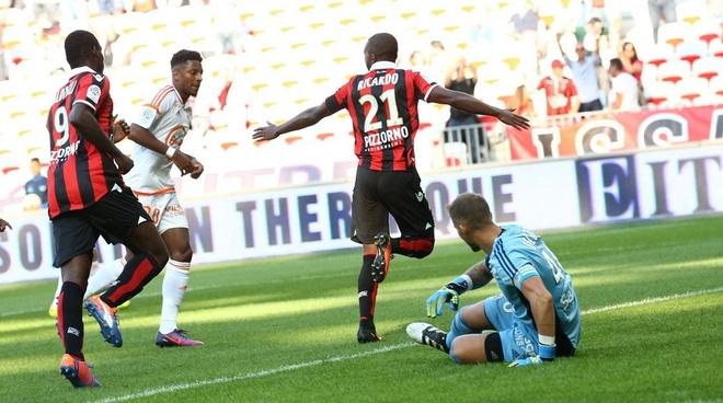 Balotelli lap sieu pham dua Nice tro lai so mot Ligue 1 hinh anh 13