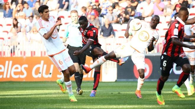 Balotelli lap sieu pham dua Nice tro lai so mot Ligue 1 hinh anh 10