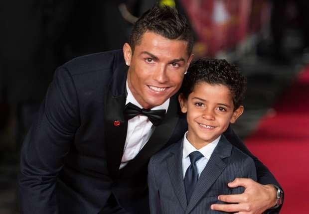 Ronaldo sam vai nguoi nhat bong trong tran dau cua con trai hinh anh