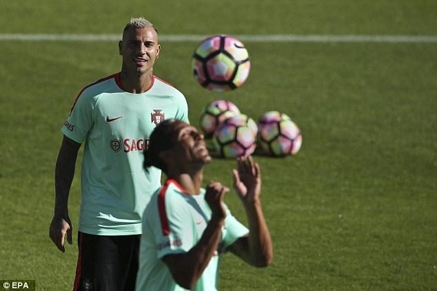 Ronaldo chay het minh tren san tap cung tuyen Bo Dao Nha hinh anh 7