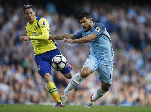Da hong 2 qua 11 m, Man City bi Everton cam hoa 1-1 hinh anh 23