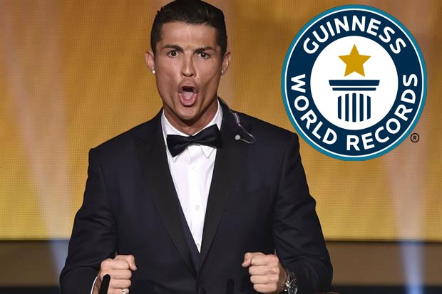 Ronaldo, Petr Cech ghi danh vao sach ky luc Guinness 2017 hinh anh