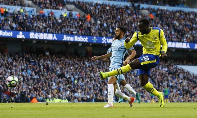 Da hong 2 qua 11 m, Man City bi Everton cam hoa 1-1 hinh anh 19