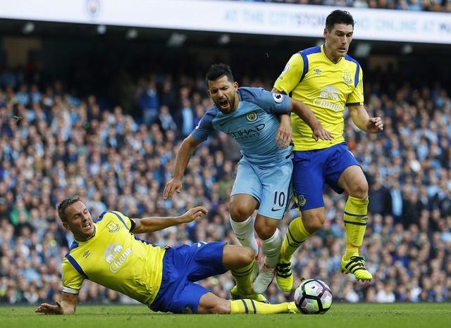 Da hong 2 qua 11 m, Man City bi Everton cam hoa 1-1 hinh anh 20