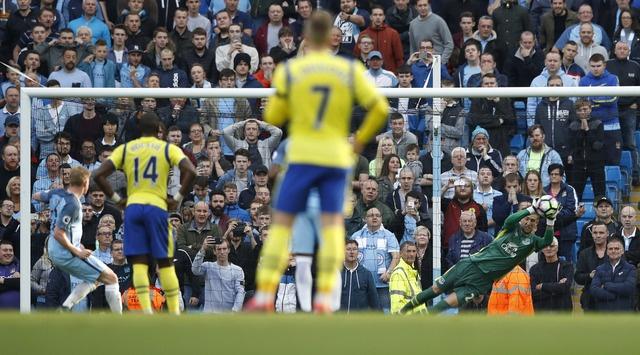 Da hong 2 qua 11 m, Man City bi Everton cam hoa 1-1 hinh anh 15