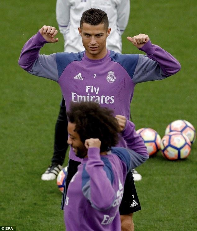 Ronaldo chua quen 'moi thu' bi dong doi xo hang hinh anh 2