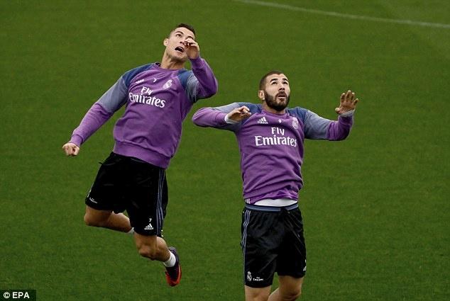 Ronaldo chua quen 'moi thu' bi dong doi xo hang hinh anh 3