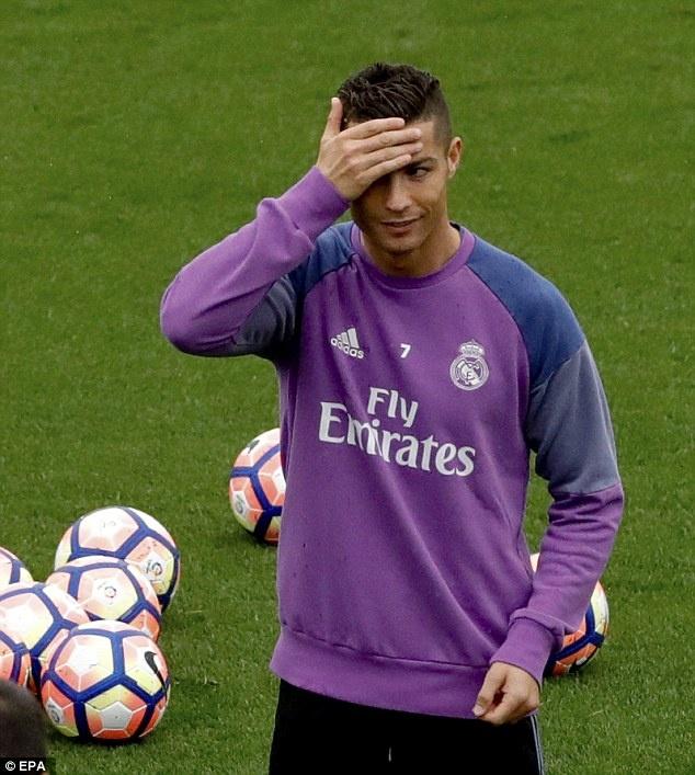 Ronaldo chua quen 'moi thu' bi dong doi xo hang hinh anh 1