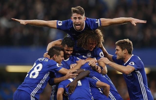 Hang thu tham hoa, MU bi Chelsea vui dap 4 ban khong go hinh anh