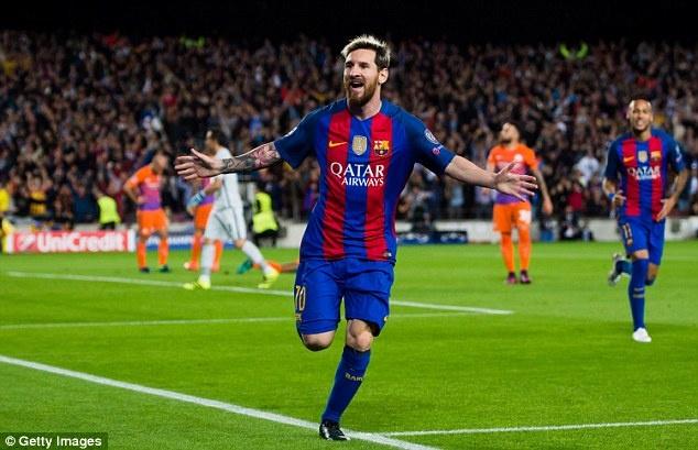 Messi cung dan sao Barca sanh dieu do bo san bay Manchester hinh anh 12