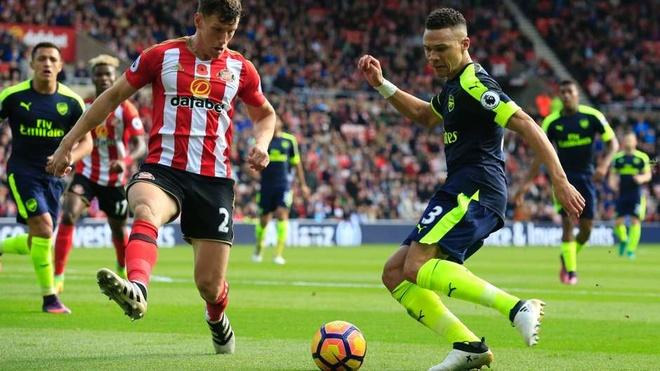 Arsenal thong tri doi hinh tieu bieu Ngoai hang Anh vong 10 hinh anh 6