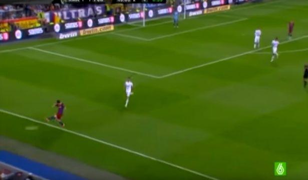 6 lan 'ca gian mat khon' cua Messi tren san co hinh anh 3