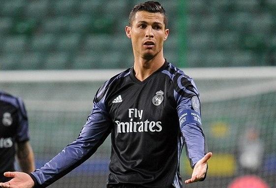 Ronaldo tit ngoi, Real suyt nhan that bai tren dat Ba Lan hinh anh