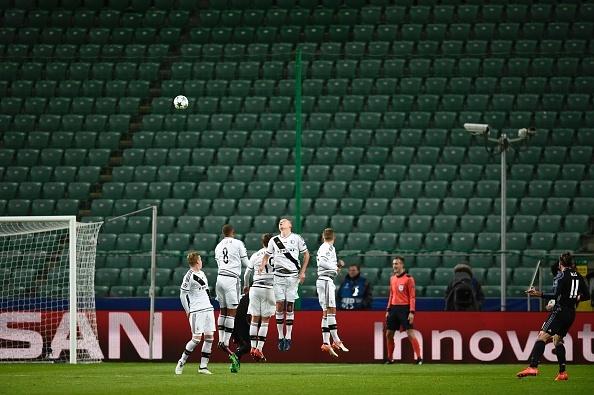 Real Madrid bi Legia cam hoa 3-3 trong tran mua sieu pham hinh anh 11
