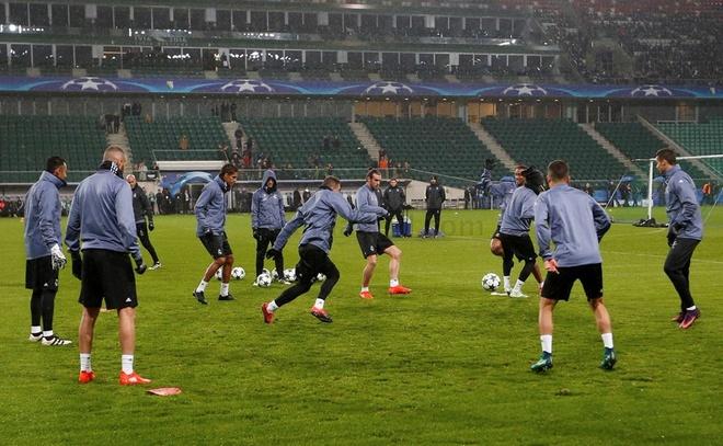 Real Madrid bi Legia cam hoa 3-3 trong tran mua sieu pham hinh anh 8