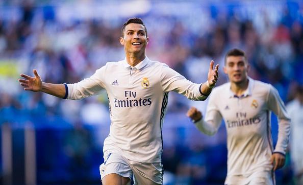 Real gia han voi Ronaldo, luong khong thap hon Bale hinh anh 1