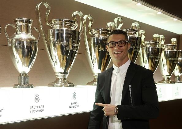 Cong dong mang che gieu cap kinh cua Ronaldo hinh anh 1
