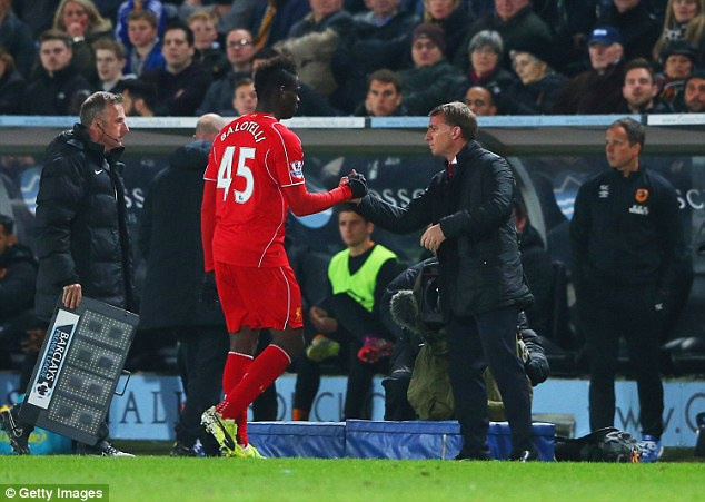 Bo qua thu han, Balotelli het loi ca ngoi Roberto Mancini hinh anh 2