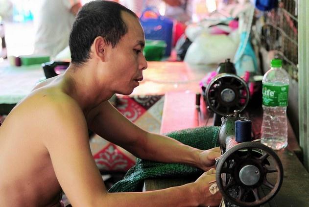 Chuyen ve gia dinh tho may yeu bong da o Yangon hinh anh