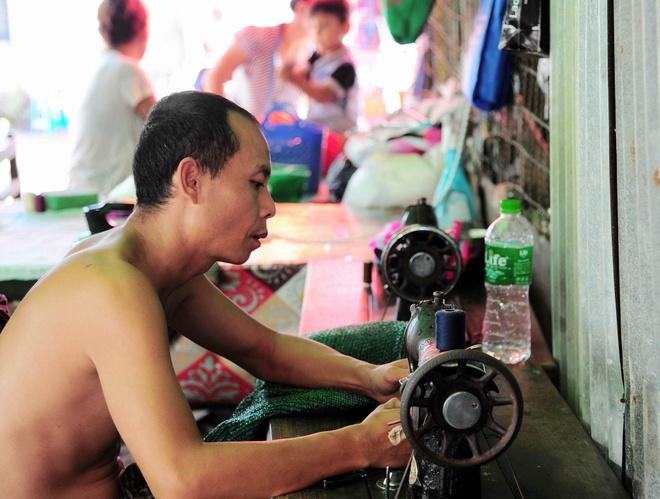 Chuyen ve gia dinh tho may yeu bong da o Yangon anh 3